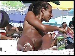 Bãi biển khỏa thân 9